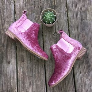 NWOT TOMS Pink Velour Ankle Booties Sz 7